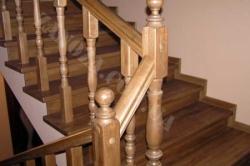 Лестница деревянная двухмаршевая ДУБ (№01)