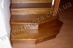Лестница деревянная трехмаршевая ЯСЕНЬ (№02)
