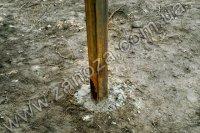 Установка и бетонирование опорных столбов для заборов