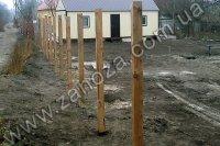 Установка опорных столбов для заборов в грунт